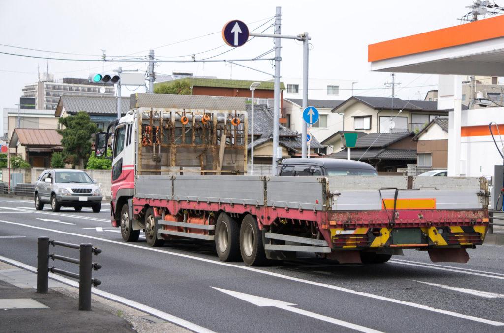 大型の平ボディトラック
